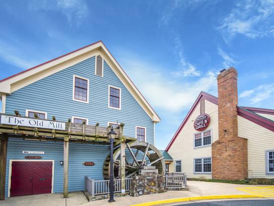 Lakeside Cafe at Tackett's Mill